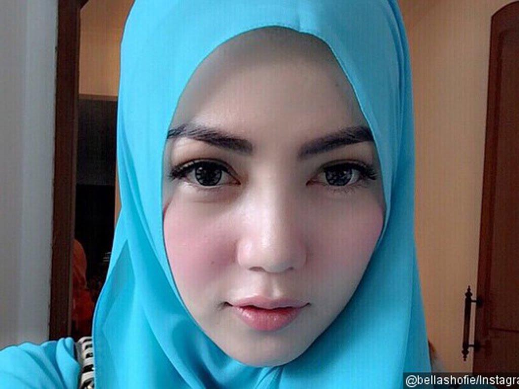 Wanita Cantik Berhijab Wap HP Content 25.jpg