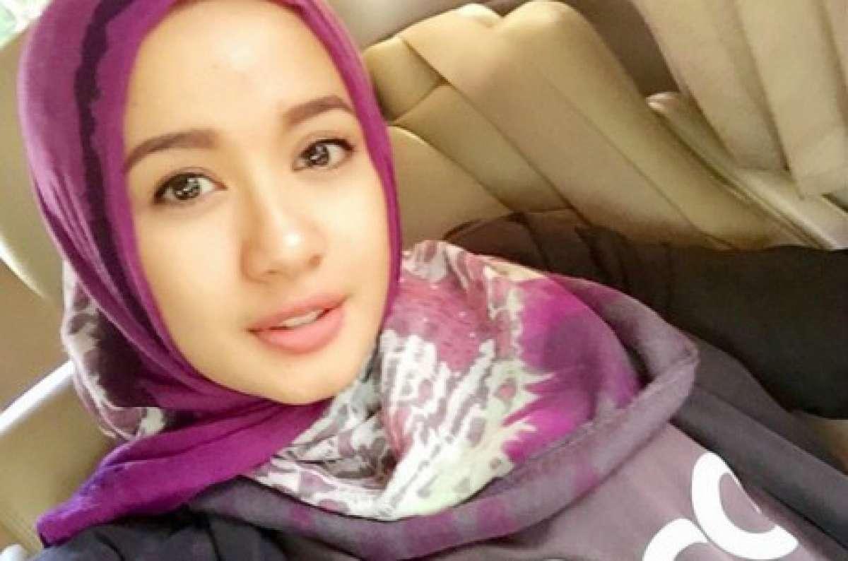 Wanita Cantik Berhijab Wap HP Content 26.jpg