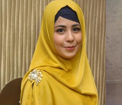 Wanita Cantik Berhijab Wap HP Content 27.jpg