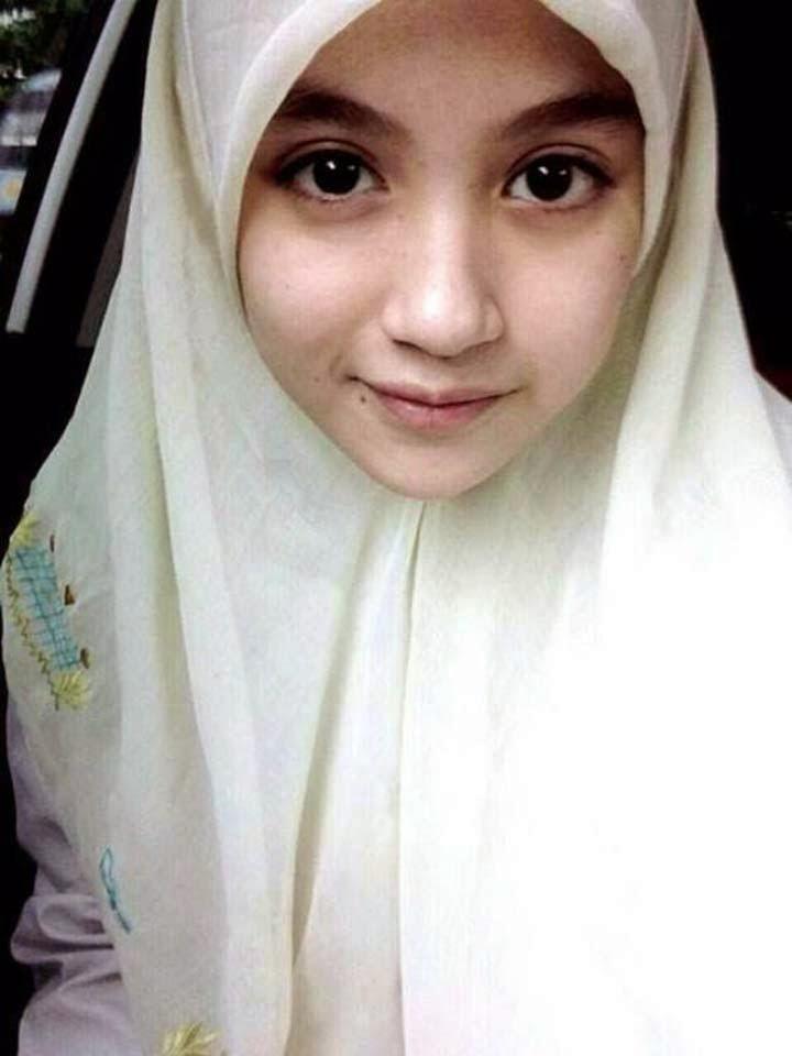 Wanita Cantik Berhijab Wap HP Content 33.jpg