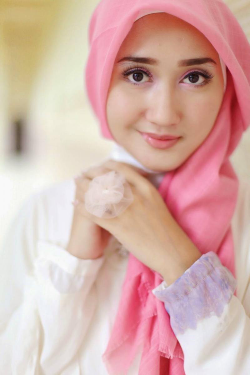 Wanita Cantik Berhijab Wap HP Content 34.jpg