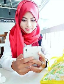 Wanita Cantik Berhijab Wap HP Content 44.png