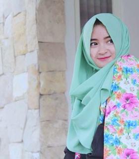 Wanita Cantik Berhijab Wap HP Content 45.png