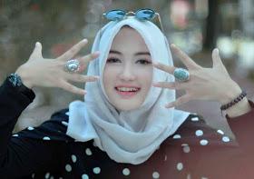 Wanita Cantik Berhijab Wap HP Content 47.jpg