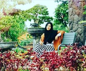 Wanita Cantik Berhijab Wap HP Content 49.png