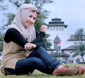 Wanita Cantik Berhijab Wap HP Content 50.jpg