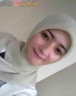 Wanita_Cantik_Berjilbab_MainHP_01.jpg