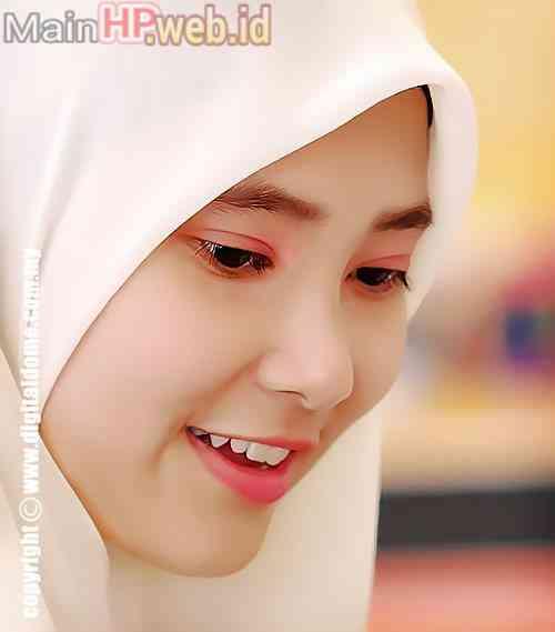 Wanita_Cantik_Berjilbab_MainHP_02.jpg