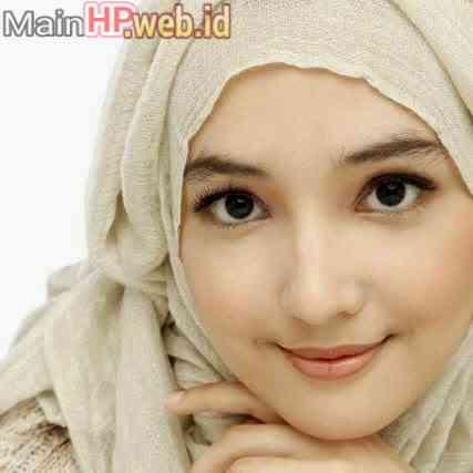 Wanita_Cantik_Berjilbab_MainHP_04.jpeg