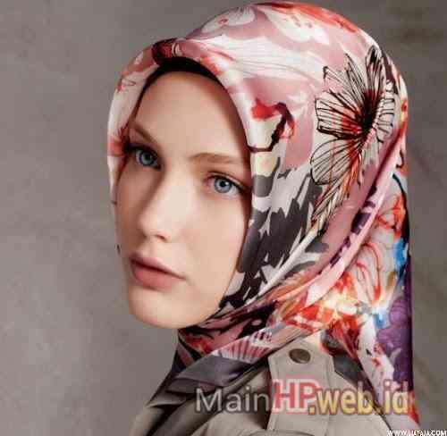 Wanita_Cantik_Berjilbab_MainHP_05.jpg
