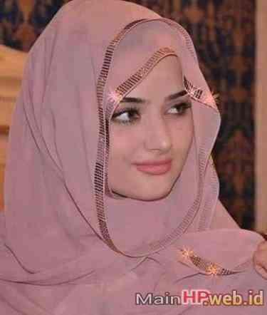 Wanita_Cantik_Berjilbab_MainHP_07.jpg