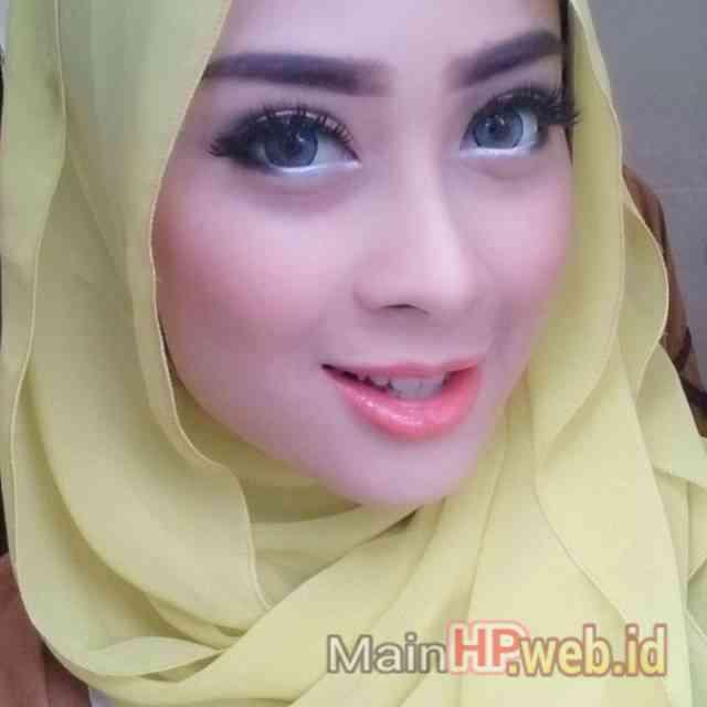 Wanita_Cantik_Berjilbab_MainHP_08.jpg